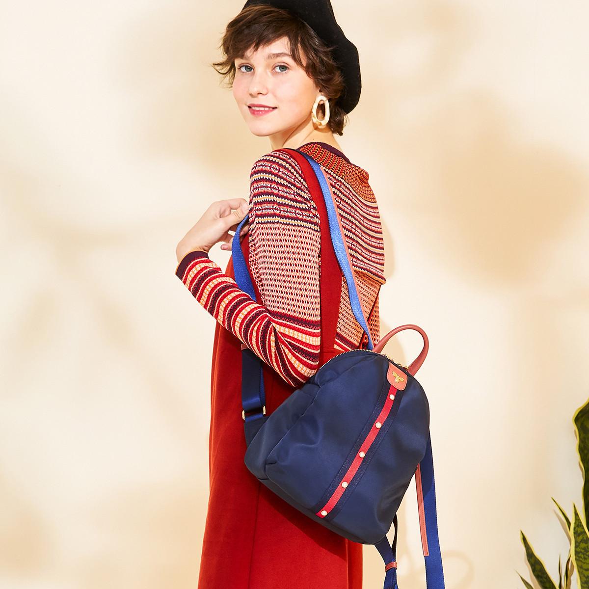 LAIFU 2019新品女款双肩包时尚休闲轻便布包撞色铆钉蜜蜂刺绣背包