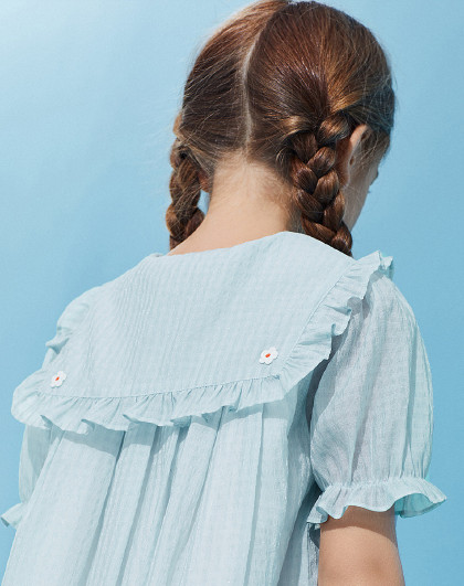 【新品】太平鸟童装女童夏季小雏菊海军领格纹复古连衣裙