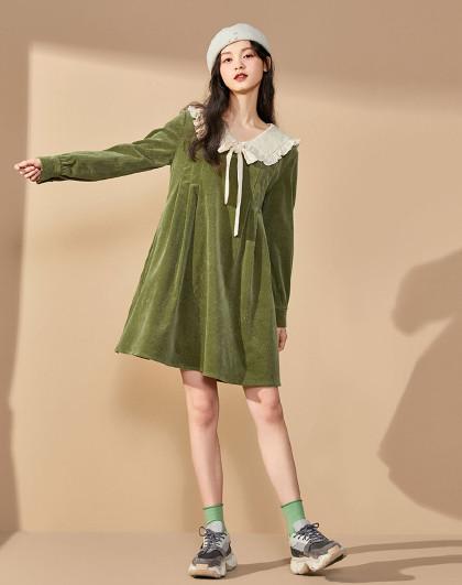 绿色灯芯绒复古翻领连衣裙女高腰秋冬2019新款韩版娃娃裙