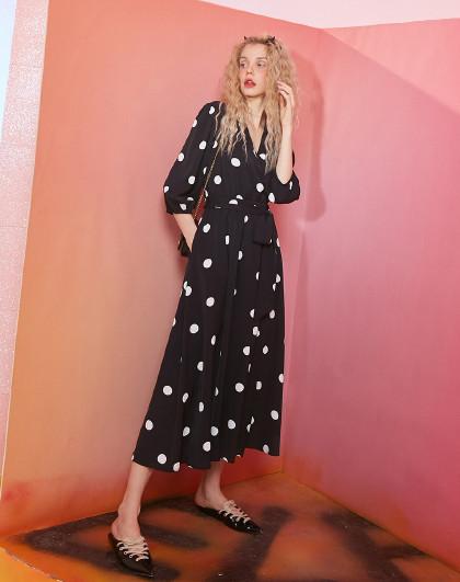 妖精的口袋 2020年春夏新款长袖复古连衣裙波点V领休闲时尚a字裙