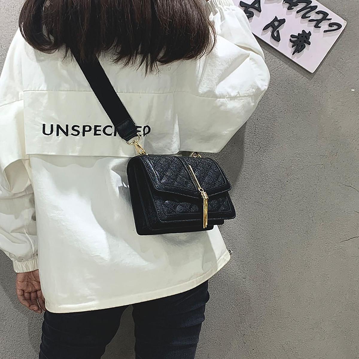 蒙娜丽莎 2019新款包包简约菱格包流苏吊坠单肩包女式斜挎包女包